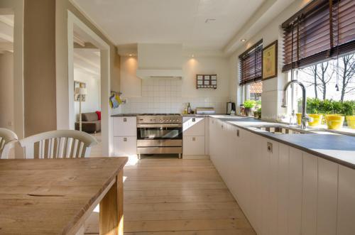 kitchen-stove-sink-kitchen-counter-349749[1]